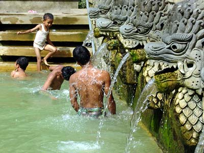 Holy Hot Spring, Banjar Tega (インドネシア)